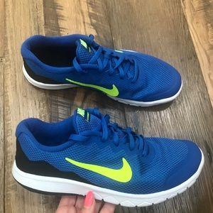 Nike Flex RN Athletic Shoes Men 7